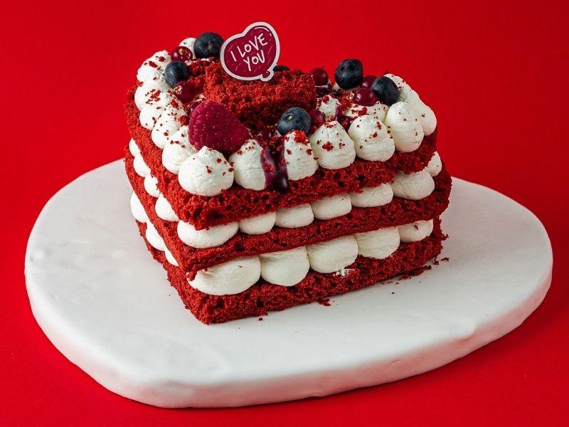 Love is all around you - Το ίδιο και η έμπνευση των pastry chef του ZUCCHERINO, οι οποίοι έχουν ετοιμάσει τις πιο απολαυστικές προτάσεις.