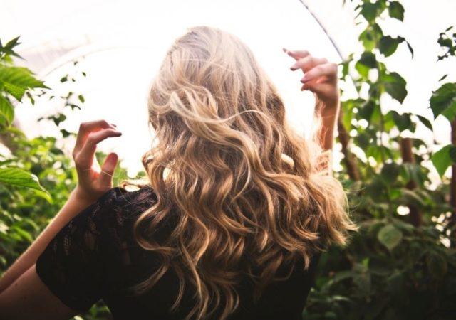 6 νέες αποχρώσεις προστέθηκαν στη σειρά μόνιμης βαφής μαλλιών My Color Elixir της Apivita. Χρώμα που μαγνητίζει και αποτέλεσμα που διαρκεί.