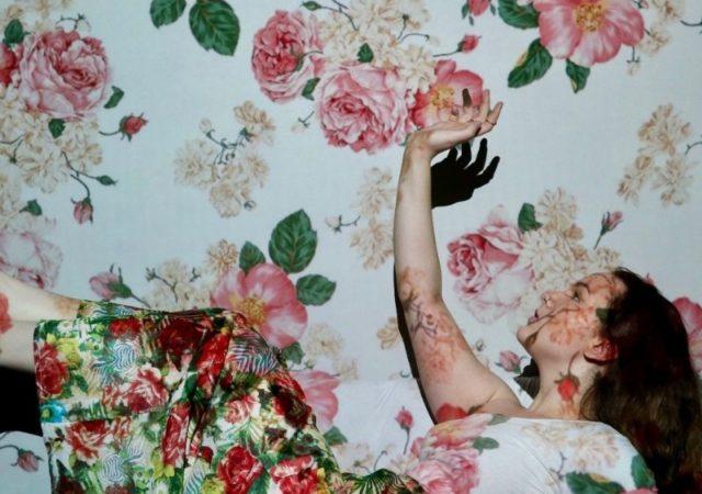 Ποια είναι η σχέση της μόδας με την τέχνη; Έννοιες, άρρικτα συνδεδεμένες που περιστρέφονται αρμονικά γύρω από την ίδια, δημιουργική σφαίρα.