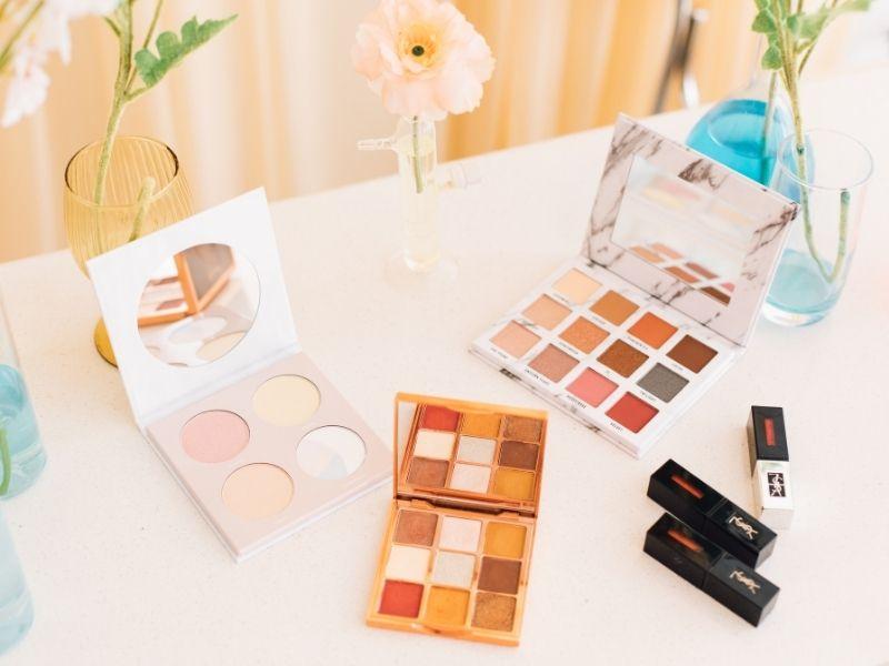 Spring make-up Ανανεώστε διάθεση και εμφάνιση φέρνοντας μια ανοιξιάτικη αύρα στο νεσεσέρ των καλυντικών σας με αυτές τις χρήσιμες συμβουλές.