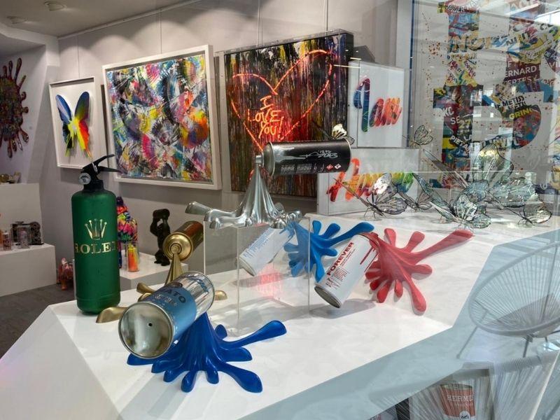 Αληθινή έκρηξη χρώματος στη νέα έκθεση «Splash of Color», με την οποία υποδέχεται την Άνοιξη το «The Art Dose» στη Γλυφάδα.