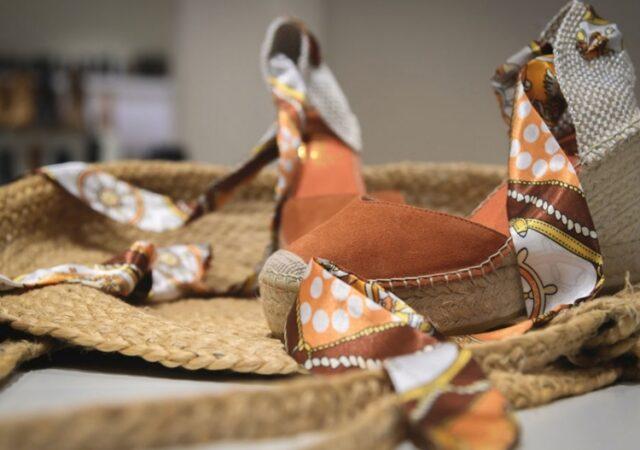 Η κυρίαρχη καλοκαιρινή τάση στα παπούτσια είναι και φέτος οι espadrilles. Άνετες, κομψές και βολικές ταιριάζουν σε όλες τις περιστάσεις.
