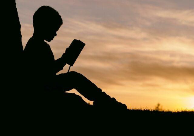 Πως να μεγαλώσετε αναγνώστες - Πως θα καταφέρετε έξυπνα και εύκολα να κάνετε τα παιδιά σας να αγαπήσουν το διάβασμα.