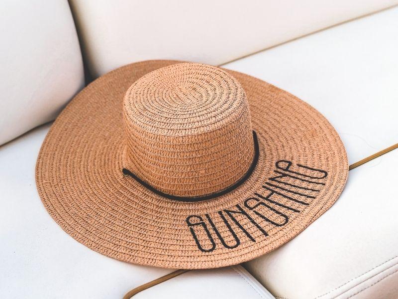 Τι γίνεται με τις κοκκινίλες και τα εξανθήματα που κάνουν την εμφάνισή τους τώρα το καλοκαίρι; Μήπως έχετε αλλεργία στον ήλιο;