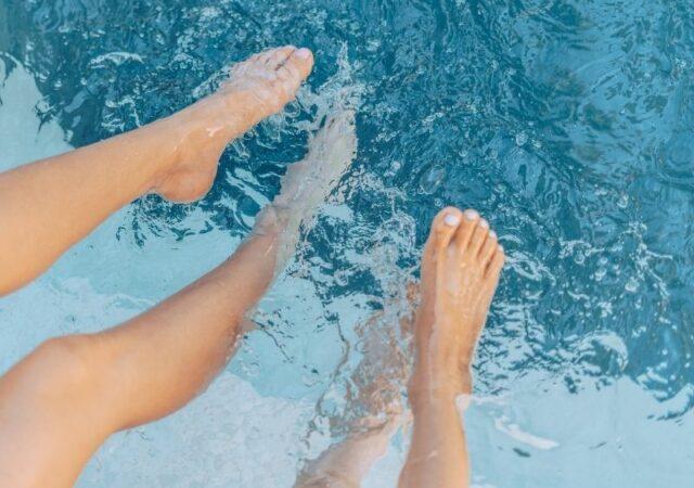 Φέτος το καλοκαίρι κάνουμε βήματα γεμάτα αυτοπεποίθηση και ακολουθούμε αυτές τις συμβουλές για την φροντίδα των ποδιών μας.