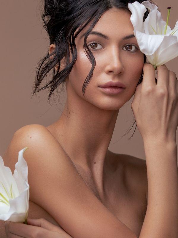 Η θεραπεία Hifu Medical Therapy με τη χρήση υπερήχων φτάνει βαθιά κάτω από το δέρμα και αλλάζει τον τρόπο που στοιβάζονται τα λιπώδη κύτταρα.