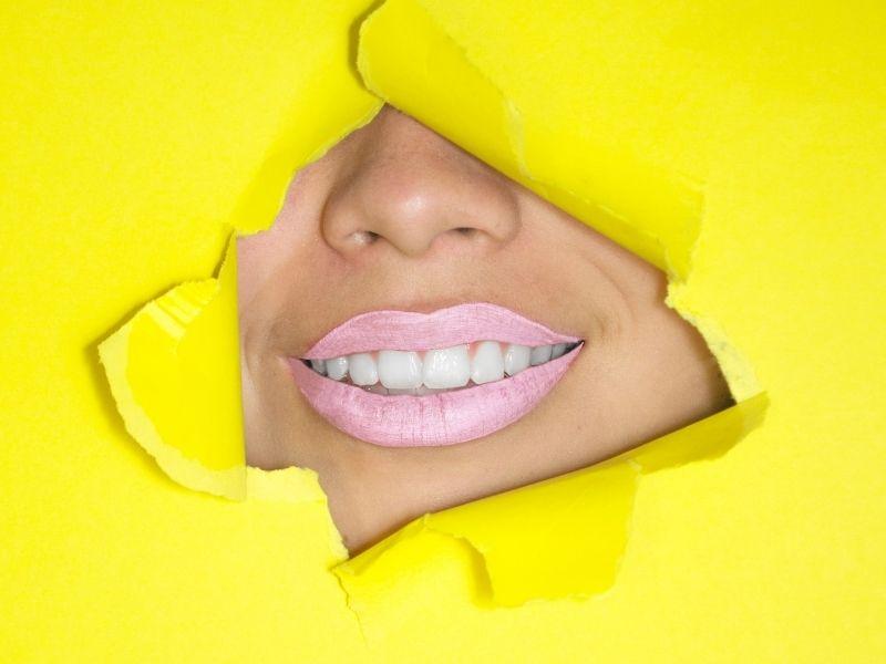 Όλα όσα θέλετε να ξέρετε για τα οδοντικά εμφυτεύματα και μας ενημερώνει για τις υποχρεώσεις του ασθενούς.