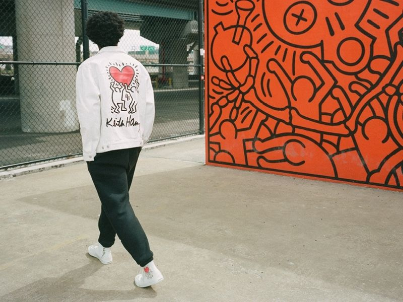 Νέα streetwear συλλογή με τα σχέδια του Keith Haring σε εντυπωσιακά κομμάτια υψηλής ποιότητας που δεν περνάνε απαρατήρητα.