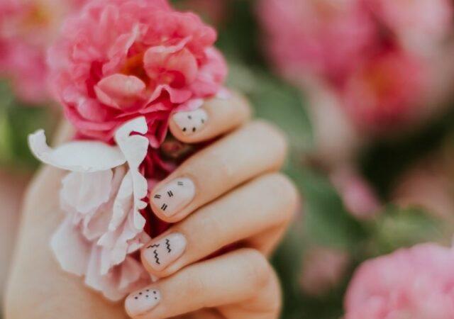 Εάν αναζητάτε το ιδανικό βερνίκι νυχιών, σε αυτό το άρθρο θα βρείτε τις προτάσεις μου με αγαπημένα βερνίκια νυχιών.