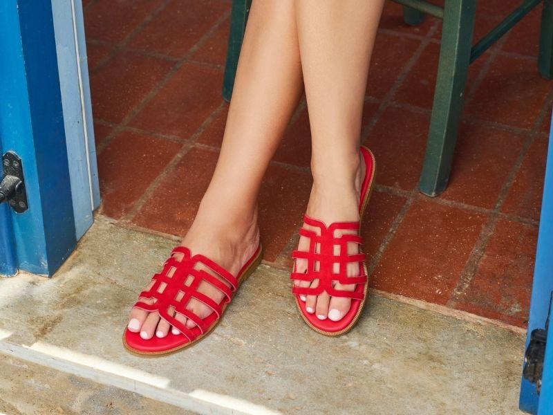 Απογειώστε τα summer outfits σας με τα πιο στυλάτα πέδιλα σε σούπερ τιμές. Ανακάλυψέ τα στο www.mourtzi.com αλλά και στο concept store.
