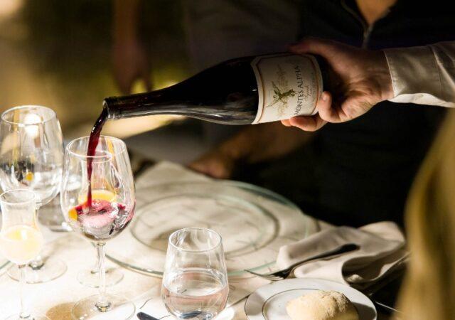 Μια μοναδική βραδιά οινογευσίας & γευσιγνωσίας στο natu για τους λάτρεις του καλού κρασιού αλλά και όσους ήθελαν να μυηθούν στον κόσμο του.