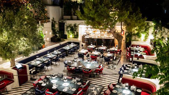 Έχοντας ως αφετηρία την επιτυχία και την εμπειρία των 8 χρόνων του εστιατορίου στο Μιλάνο, το Ceresio7 φτάνει φέτος το καλοκαίρι στη Μύκονο.