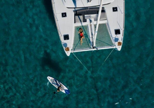 Μύκονος: Εκατομμύρια followers και χιλιάδες likes σε ένα σκάφος! Bόλτες στο γειτονικό νησάκι Ρήνεια με το σκάφος της Mant Yachting.