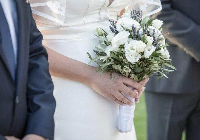 Γάμος αλά ελληνικά... στην Ανάβυσσο με διοργάνωση JK Events και νυφικό Olga Karaververis στην καταπράσινη έκταση του Κτήματος 48.