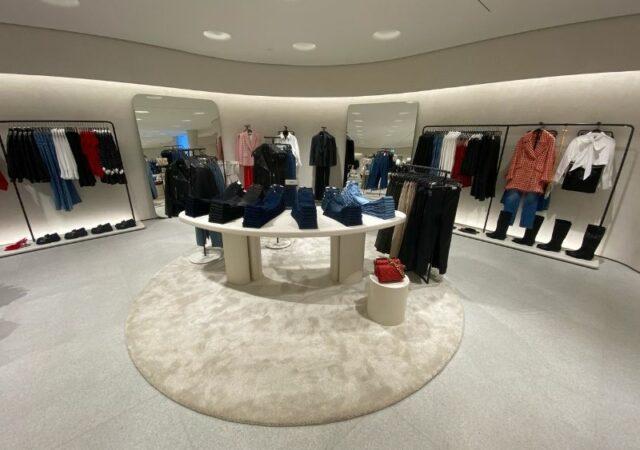 Η Zara άνοιξε τις πόρτες του νέου καταστήματος στο εμβληματικό Golden Hall, για να γίνει το νέο concept store του brand στην Ελλάδα.