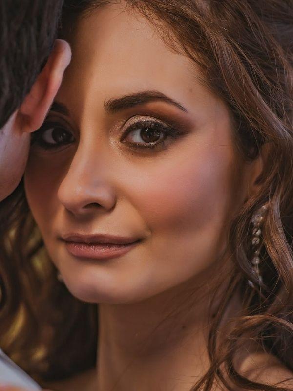 Έμπνευση και χρήσιμα tips για φρέσκα fall makeup looks από την make-up artist Χαρά Τομαζίνου που θα μας δώσουν αέρα ανανέωσης.