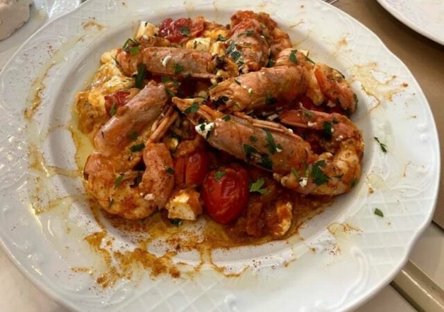 Πεντανόστιμο φαγητό, μαγευτική θέα και καλοί φίλοι στη… «Κόμισσα» της Κέρκυρας, το εστιατόριο που κλέβει τις εντυπώσεις!