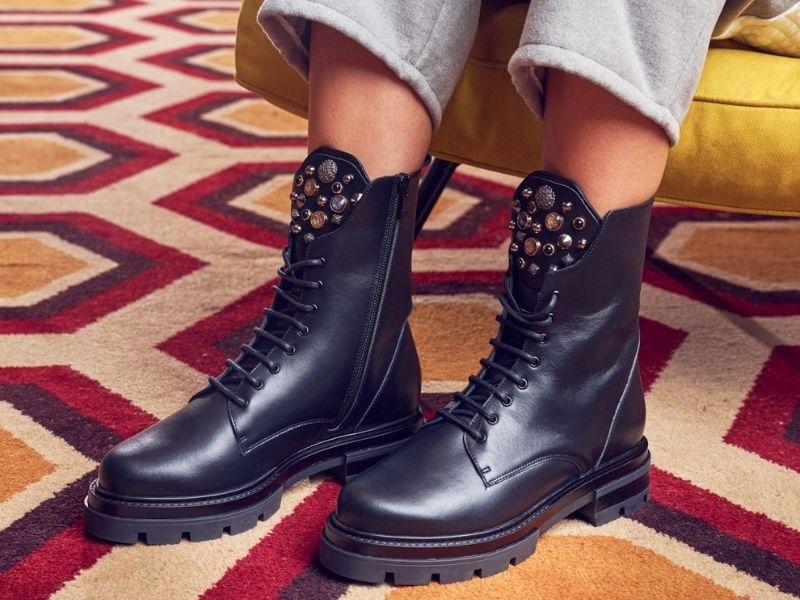 Ανανέωση γκαρνταρόμπας, ξεκινώντας από τα hot items που είναι τα παπούτσια. Biker και chunky boots για τον χειμώνα φέτος.