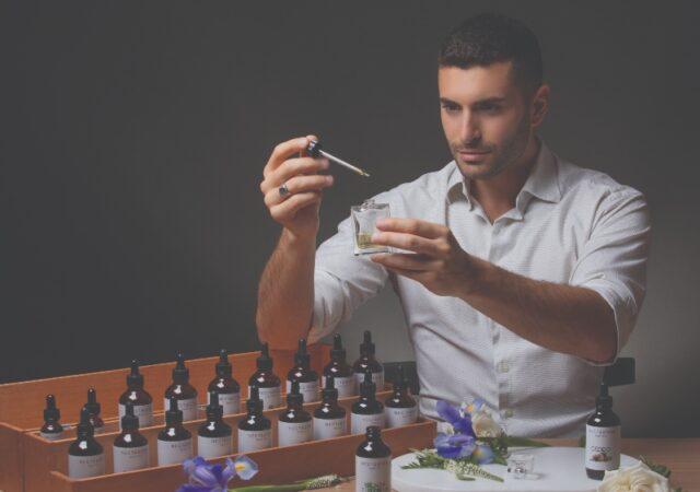 Η υπηρεσία αρωματοποιίας Nectarion Parfum είναι η απόλυτη αισθησιακή εμπειρία όπου συμμετέχετε στη δημιουργία του δικού σας αρώματος.