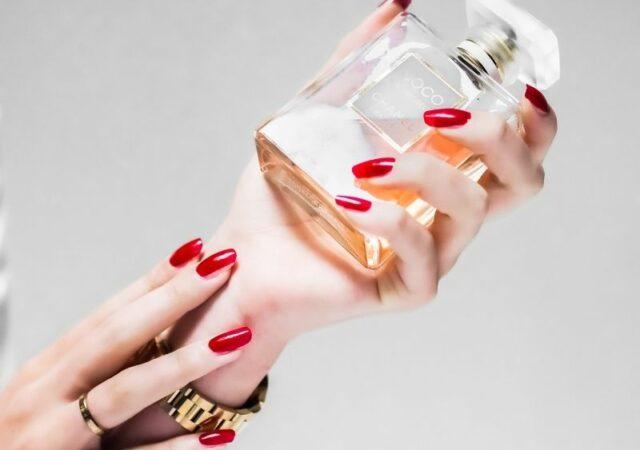 Συμβουλές και μυστικά για να έχετε απαλά και όμορφα χέρια σαν από βελούδο όλο τον χρόνο, απλά και χωρίς κόπο.