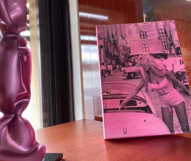 Η διεθνούς φήμης ζωγράφος, Ιωάννα Ευθυμίου, παρουσίασε μία μοναδική έκθεση με έργα της με την ευκαιρία της 23ης Voiles des Saint Tropez.