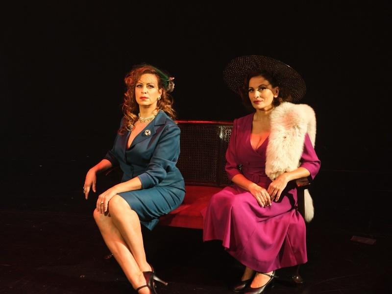 «Κάποτε στο Βόσπορο» του ΄Άκη Δήμου. Η sold out παράσταση που φιλοξενήθηκε σε 20 Μεγάλα Φεστιβάλ του Καλοκαιριού επιστρέφει στο Θέατρο Βεάκη.