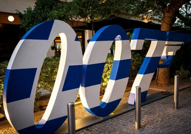 """Η λαμπερή πρεμιέρα της ταινίας """"James Bond No Time to Die"""" στην Αθήνα, μια φαντασμαγορική βραδιά που θα μείνει αξέχαστη."""