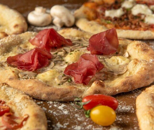 VEGAN ONLY PIZZA - Η πρώτη αποκλειστικά vegan πιτσαρία στην Ελλάδα! Ναπολιτάνικη πίτσα με μη ζωικά υλικά και 100% plant-based πρώτες ύλες.